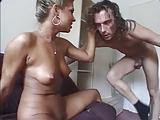 Fille devierger dans le porno video